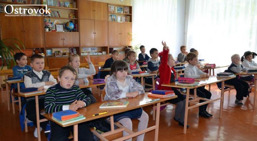 """"""" Дайте нам оружие!"""" В Мариуполе закрытие трех школ  вызвало волну возмущения родителей"""