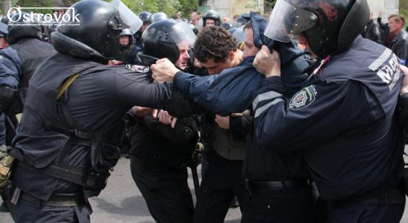 Во Львове 9 Мая произошли столкновения между полицией и радикалами
